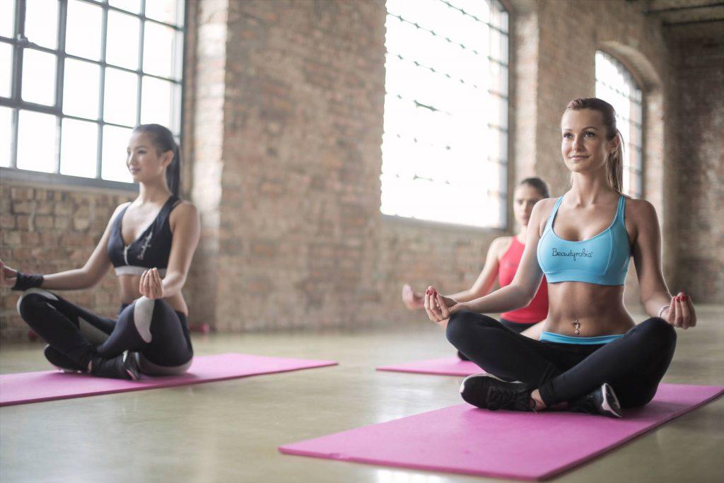 kobiety, yoga, różowe maty