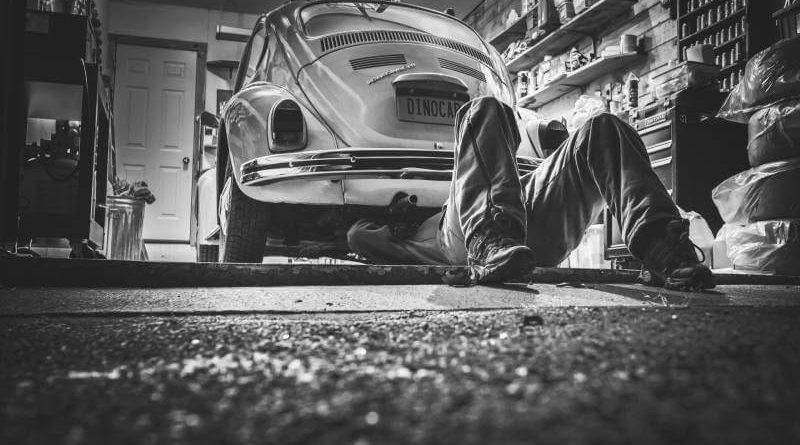 naprawa zepsutego samochodu