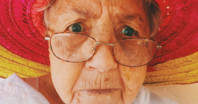 babcia w okularach