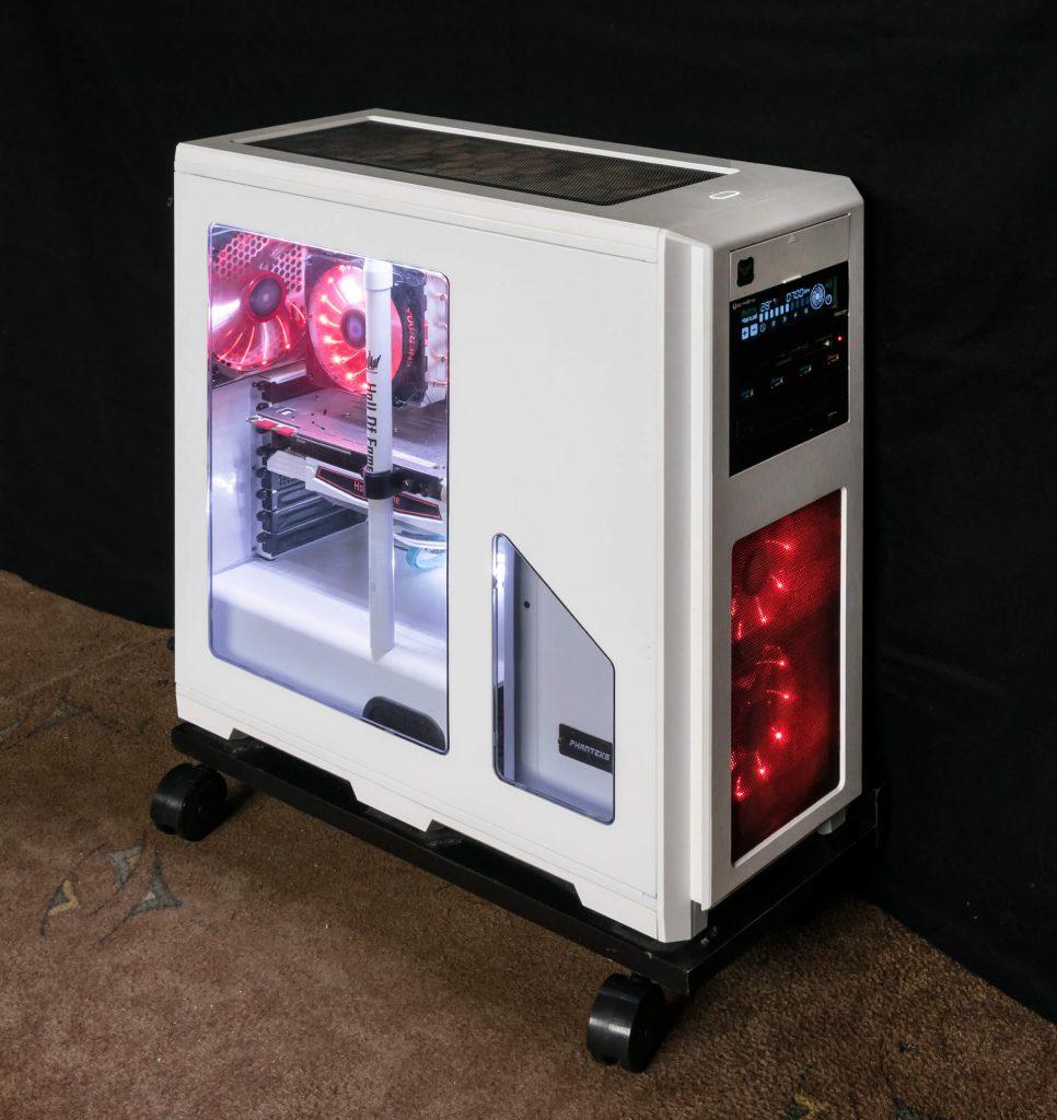 Komputer stacjonarny z oświetleniem RGB