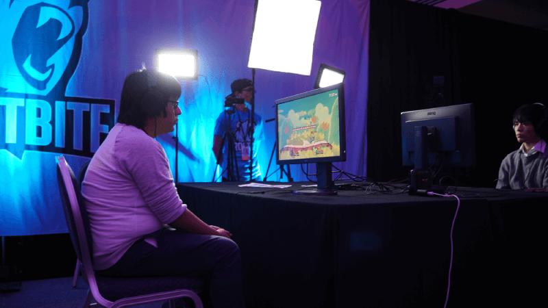 Gracze na turnieju grający w grę online
