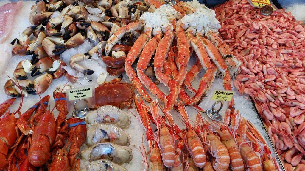 Разбивка морепродуктов на рынке