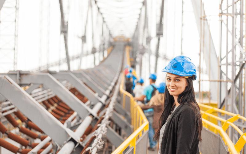 Praca inżyniera na moście