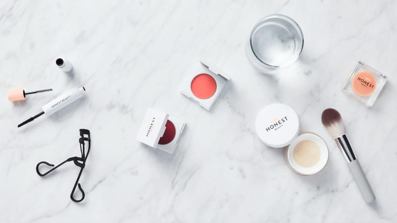 Kosmetyki i narzędzia do zabiegów upiększających
