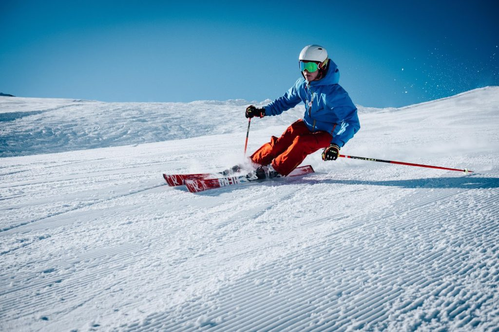 Jazda na nartach po stoku