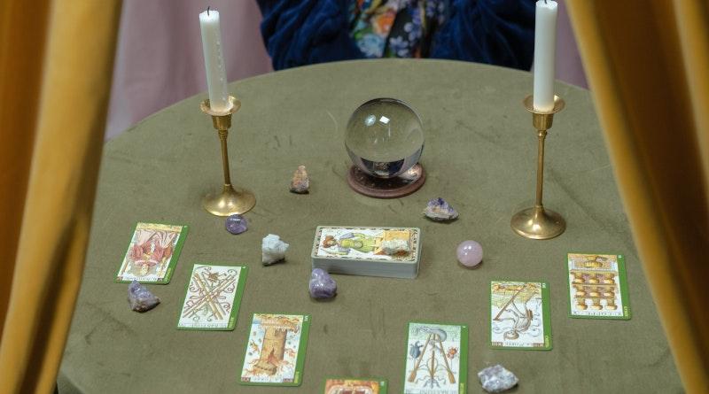 Przepowiednie z kryształów i magicznej kuli przeprowadzane online